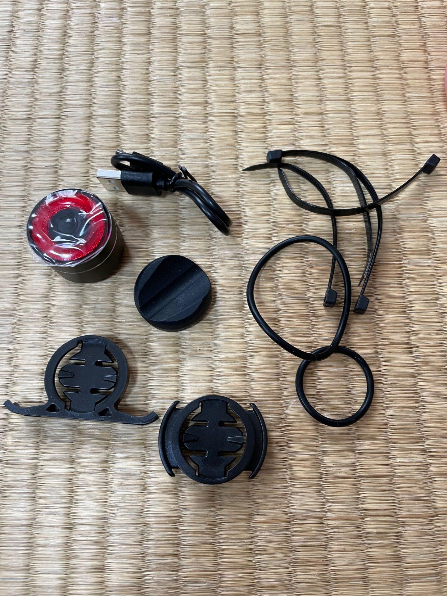 ロードバイク ブレーキランプ 自動点滅 USB充電式 防水リアライト テールライト 中身 付属品