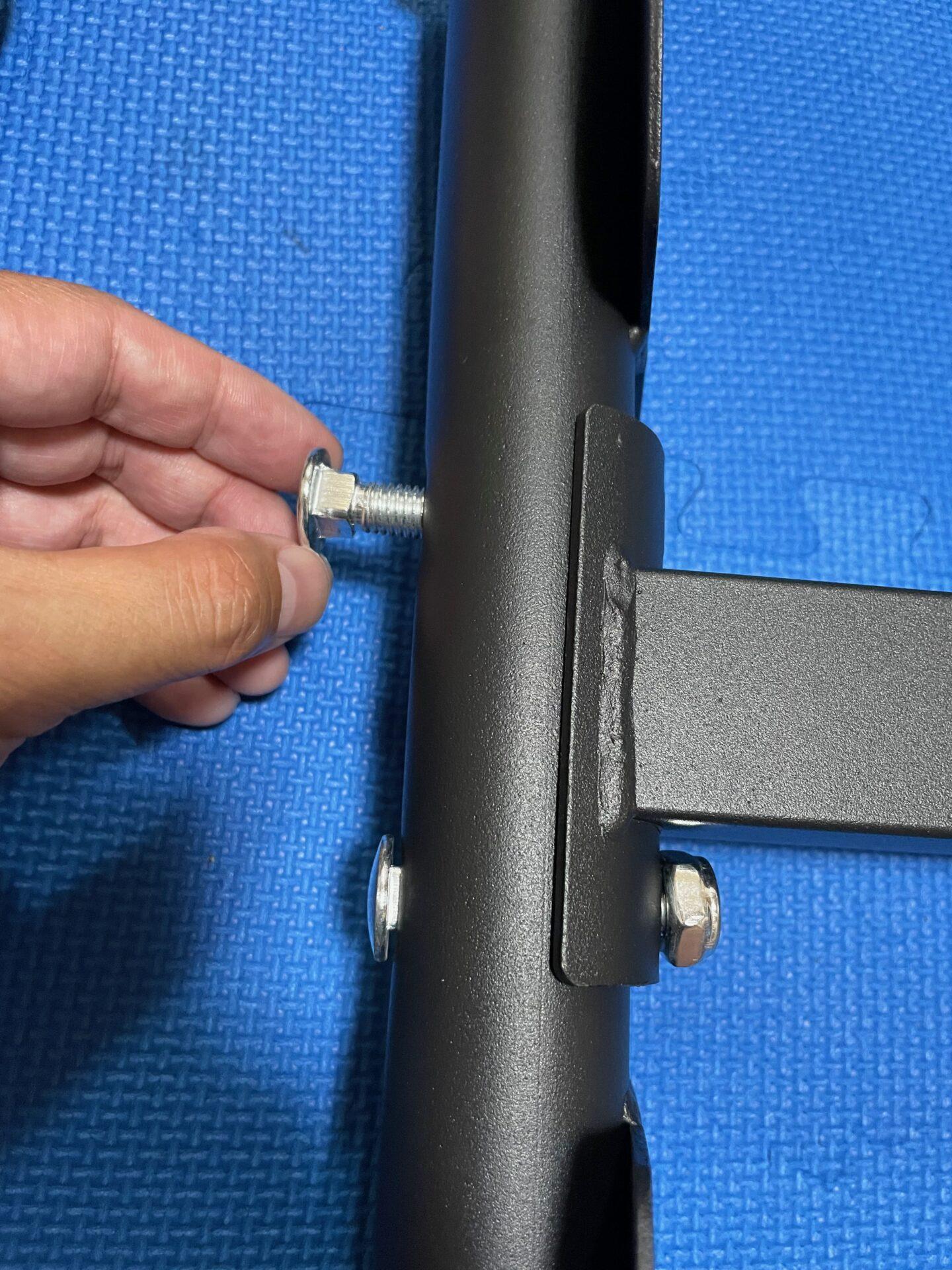 宅トレ トレーニングベンチ 組み立て方法 脚 ネジ 固定